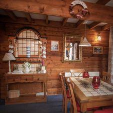 Lodge 49 Barend Dining Area